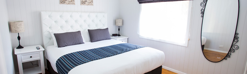King sized beds with luxurious pillow top mattresses